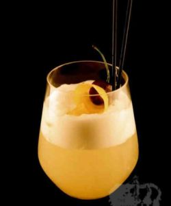 https://cocktailsandshots.com/wp-content/uploads/2018/06/the_gentleman_s_cocktail_recipe_whisky_orange_juice_lemon_juice_sugar_syrup_egg_white-250x300.jpg
