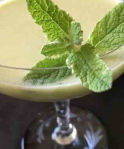 https://cocktailsandshots.com/wp-content/uploads/2018/06/the_perfect_avocado_gimlet_cocktail_recipe-250x300.jpg