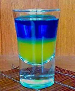 https://cocktailsandshots.com/wp-content/uploads/2018/06/ukraine_flag_shot_recipe_ukrainian_flag_shooter-250x300.jpg