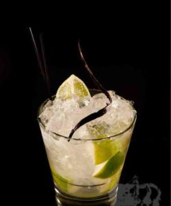 https://cocktailsandshots.com/wp-content/uploads/2018/06/vanilla_caiproska_cocktail_recipe_with_vodka_lime_vanilla_sugar-250x300.jpg