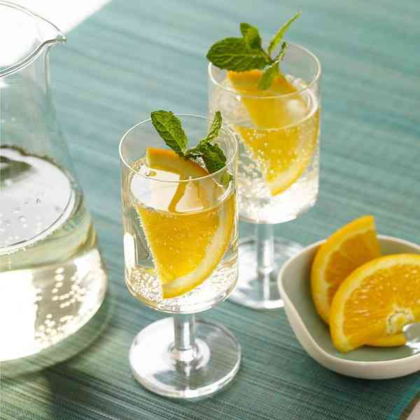 https://cocktailsandshots.com/wp-content/uploads/2018/06/white-wine-cooler-recipe.jpg