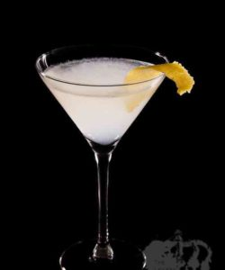 https://cocktailsandshots.com/wp-content/uploads/2018/06/white_lady_cocktail_recipe_gin_cointreau_lemon_sugar_egg_white-250x300.jpg