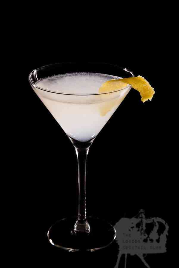 https://cocktailsandshots.com/wp-content/uploads/2018/06/white_lady_cocktail_recipe_gin_cointreau_lemon_sugar_egg_white.jpg