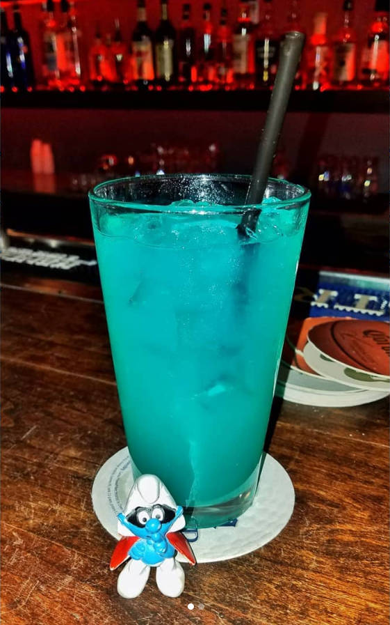 https://cocktailsandshots.com/wp-content/uploads/2019/05/Electric-Smurf-cocktail-recipe.jpg